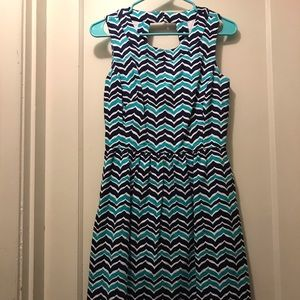 Vineyard Vines Blue chevron dress with pockets